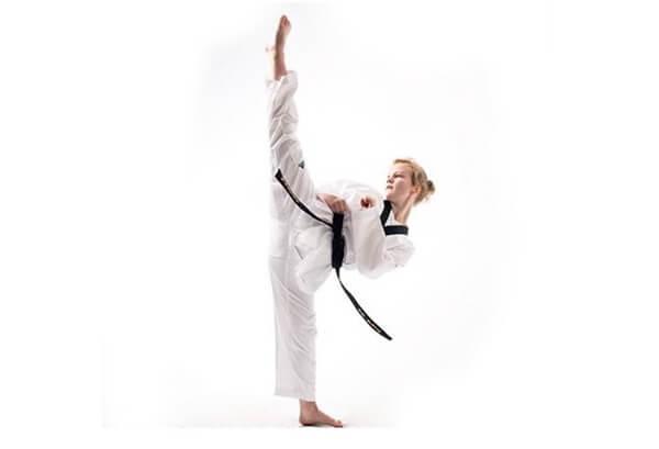 Taekwondo harjoitukset mustavöisille
